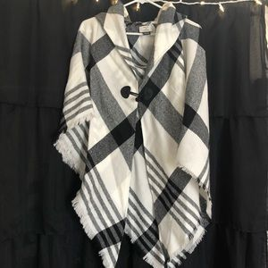 Sweaters - b+w plaid poncho/shawl